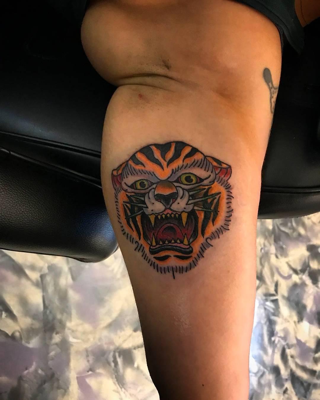 毛先生大臂oldschool虎头纹身图案