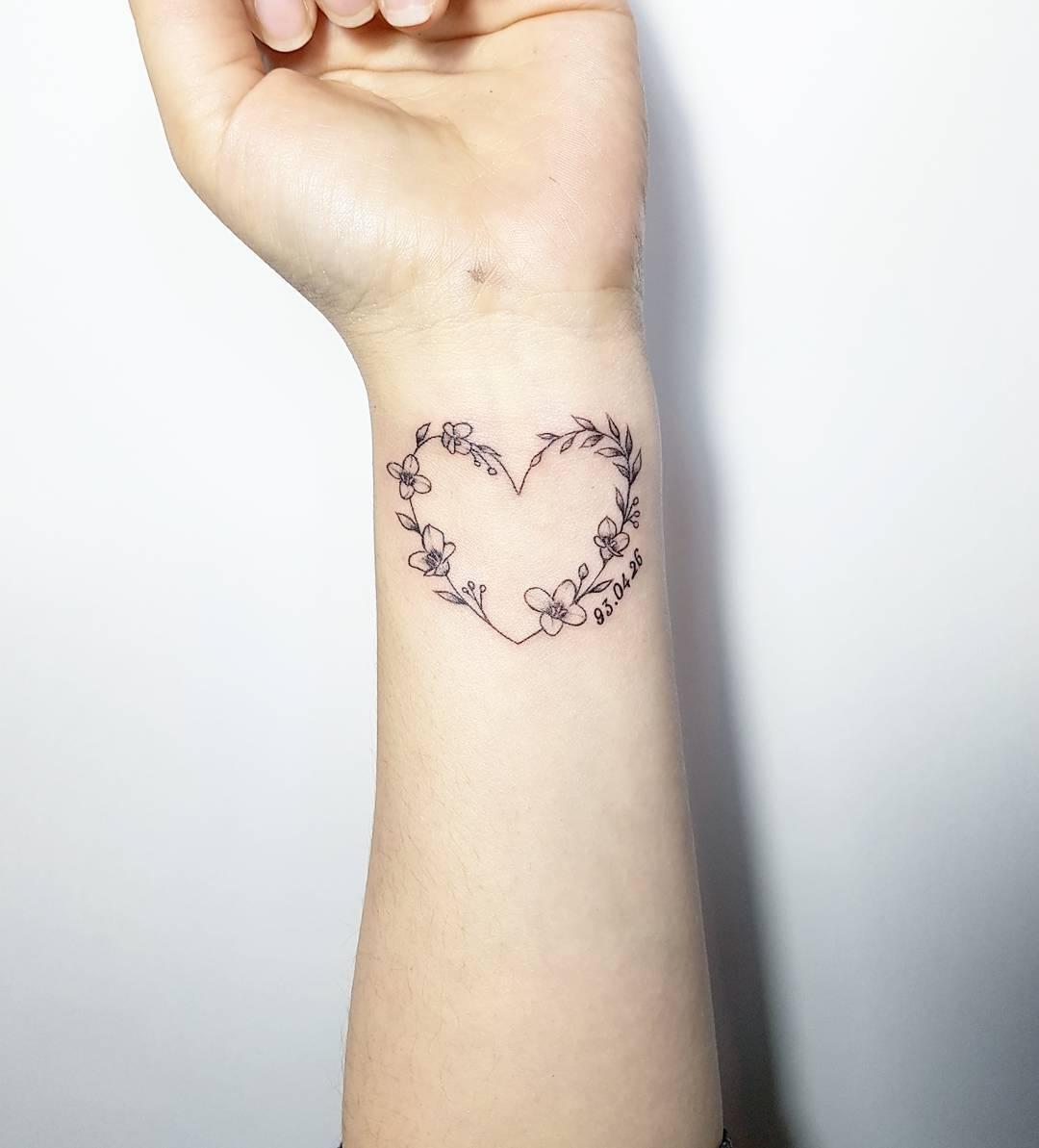 左小姐手腕爱心花环小清新纹身图案图片