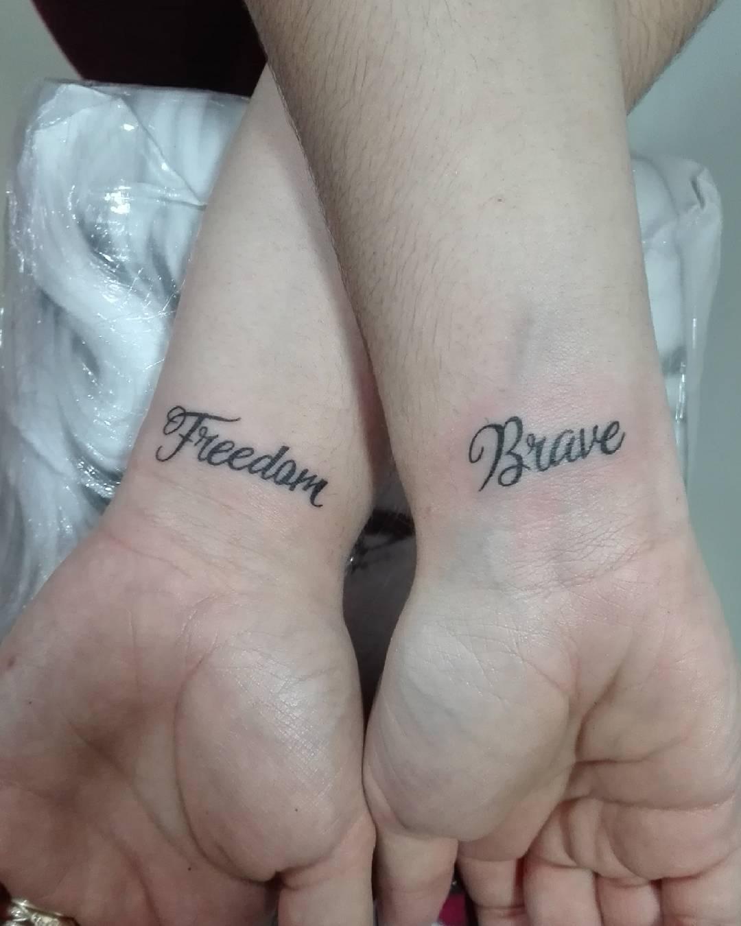 杜小姐情侣手腕英文字纹身图案