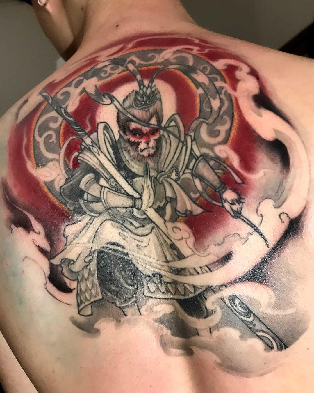 纹身蛋糕齐天大圣标志后背v纹身图案店先生图片